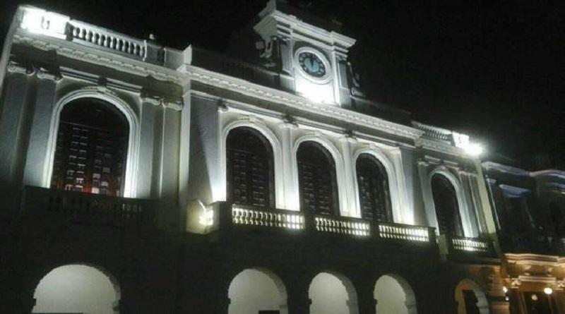 #CubaRadio97 La Reina Iluminada #SantaClara330 Se ilumina el edificio de @radioCMHW, en saludo a su cumpleaños 86 y el aniversario 330 de la ciudad de Santa Clara 330. Foto: ajdiaz.