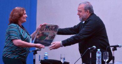 Reconocimiento a Raúl Castro por parte de la Agricultura Urbana, Suburbana y Familiar