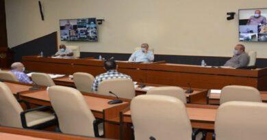 Presidente cubano resalta papel de las instituciones de Salud en el enfrentamiento a la COVID-19