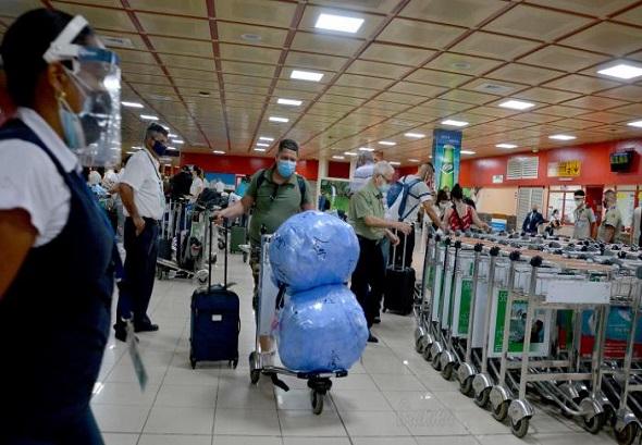 aeropuerto-aduana-cuba-viajero